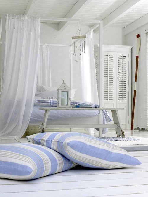 Azzurro dentro e fuori per la casa al mare blog di - Camera da letto stile mare ...
