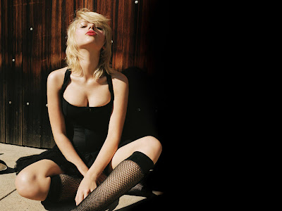 Scarlett Johansson Photo Shoot Wallpaper black dress