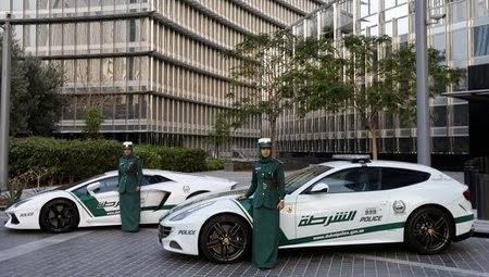 Dubai Police dengan mobil Lamborghini dan Ferrari.