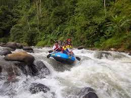 Wisata rafting arung jeram sungai ciberang di banten