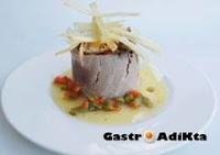 Cestos de atún con huevo y patatas paja