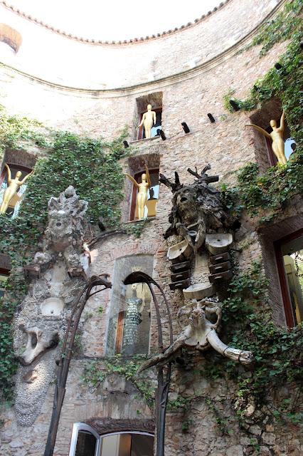 Patio central del Museo de Figueras