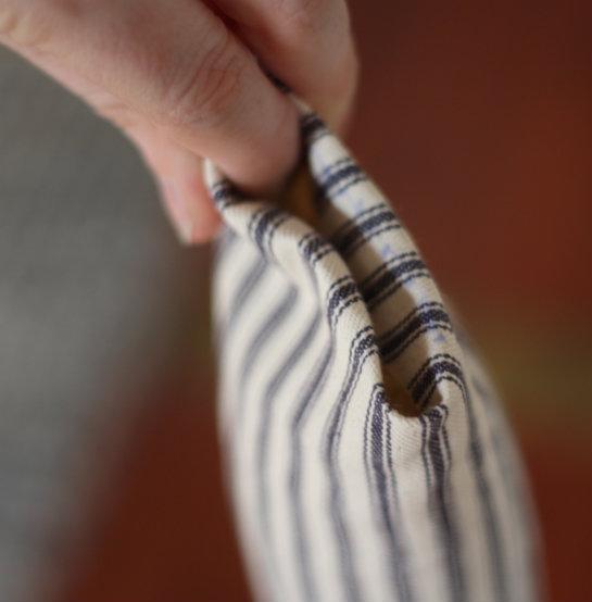 & 17 Apart: How To: DIY Door Snake (Draft Stopper) pezcame.com