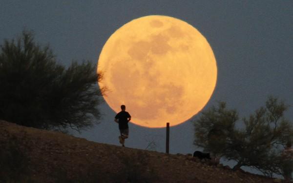 Gambar Fenomena Bulan Besar