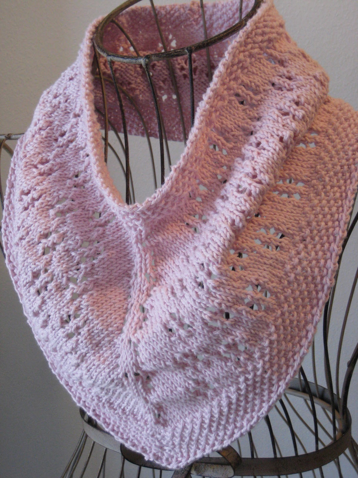 Balls to the Walls Knits: Daisy Chain Cowl