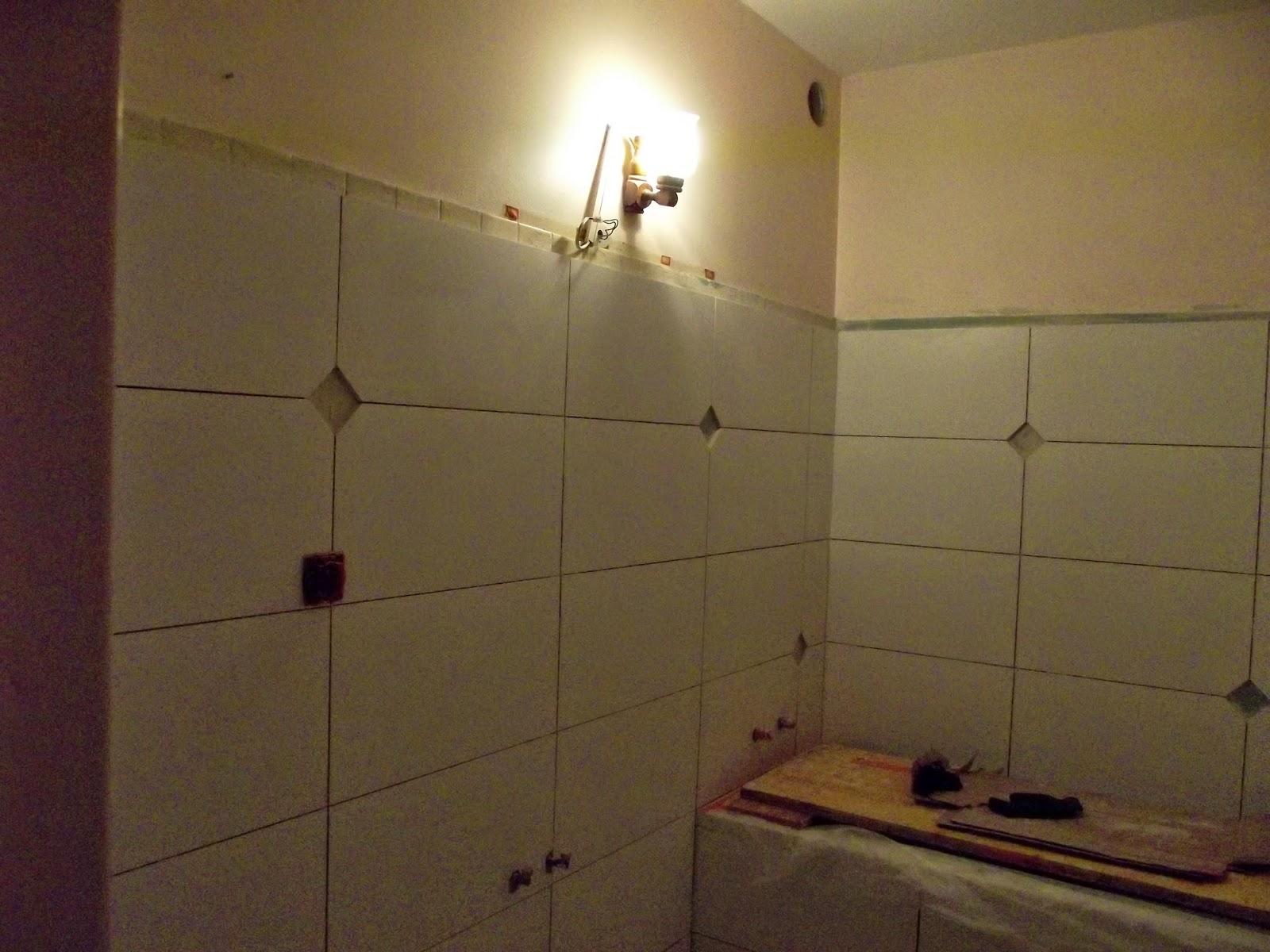Concept carrelage cr ation salle de bains avec des for Grand carreaux salle de bain