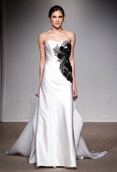 Vestido de noiva com detalhes preto