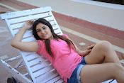 Prabhajeet Kaur Glamorous Photo shoot-thumbnail-2
