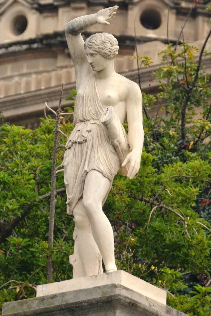 Palau National Barcelona statues