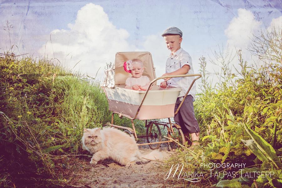 vintage-õde ja vend-beebivanker-kass
