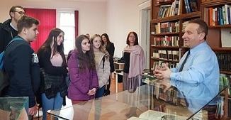 Glasul Cetății.ro: (FOTO) Cea mai captivantă expoziție de Biblii, la Arad, timp de șapte zile