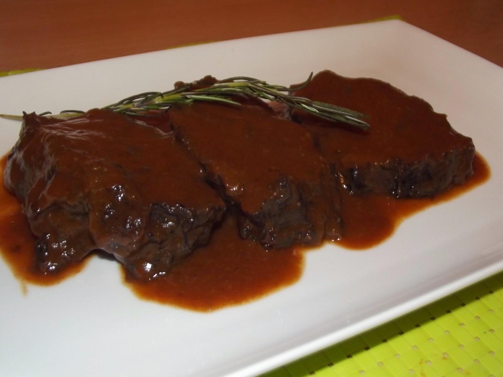 Cena de Año Nuevo: Carne con Salsa de Vino Tinto