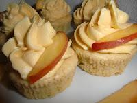 http://cecilecupcakecafe.blogspot.de/2013/07/pfirsich-cupcakes-mit-weier-schokolade.html