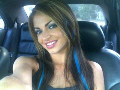 Frau mit langer Zunge (3)