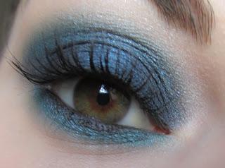 http://chroniquedunemakeupaddict.blogspot.com/2012/05/le-ciel-bleu-dans-mes-yeux.html
