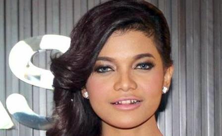 Model Rambut Pendek Fenita Arie