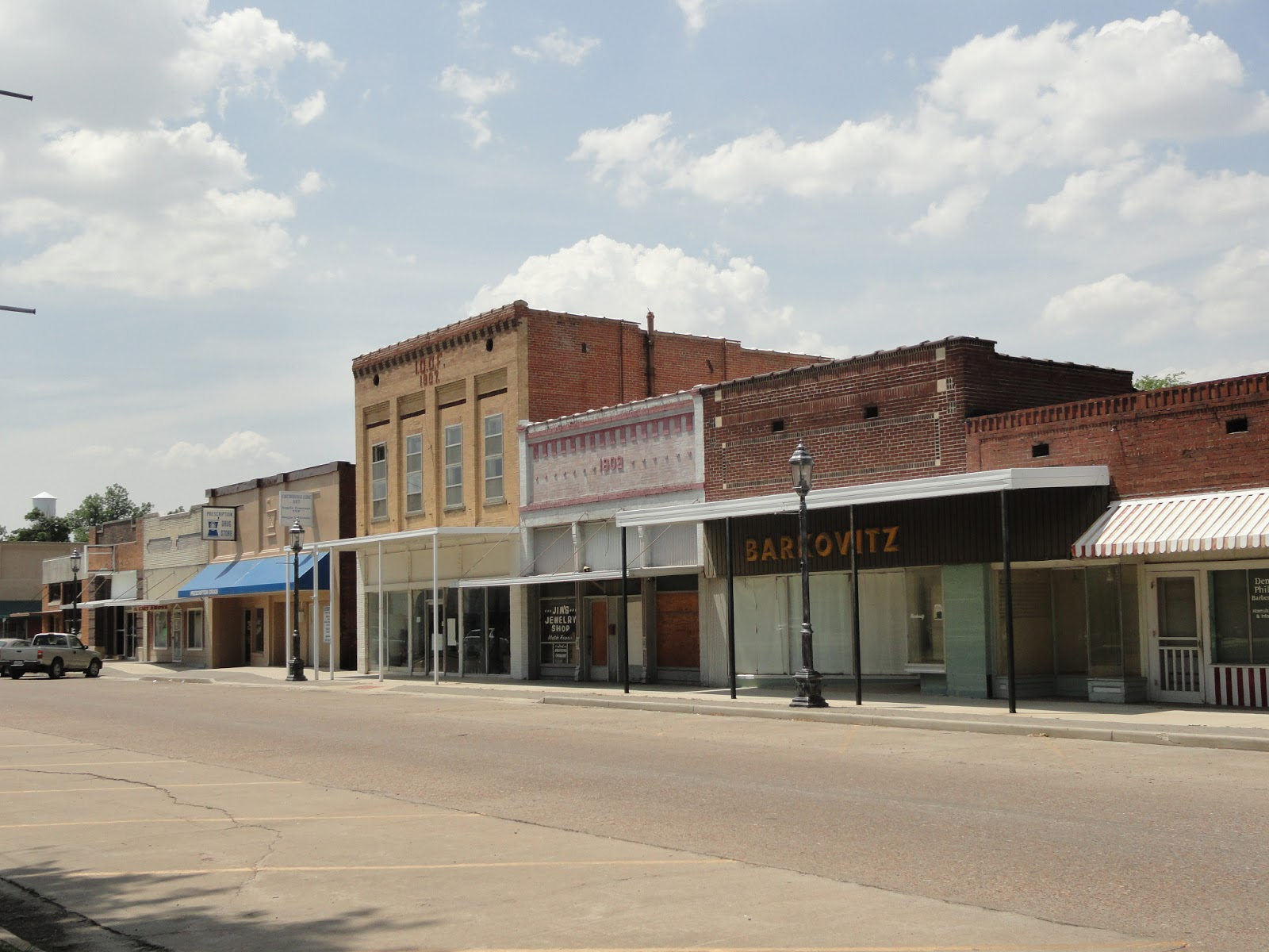 hayti men Hayti, mo has a population of 2,809 people with a median age of 357 and a median household income of $24,566 between 2015 and 2016 the population of hayti, mo declined from 2,840 to 2,809, a 109% decrease and its median household income grew from $22,964 to $24,566, a 698% increase.