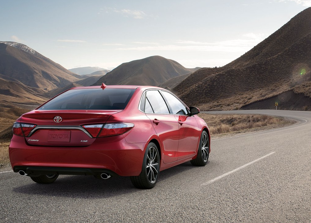 2015 toyota camry red rear
