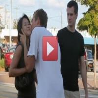 Nosso desafio do dia:  Um cara estranho chega e beija sua namorada, você:  - Beija o cara também - Beija a sua namorada na frente do cara - Tira satisfações com ela - Tira satisfações com o cara  ????