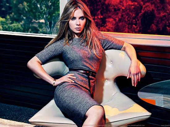 Scarlett_Johansson_sitting_1280x960