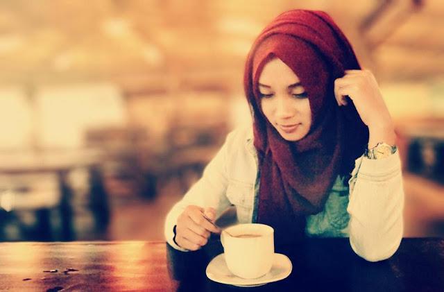 Kumpulan Puisi Tentang Cinta Terbaru Ada Yang Sedih, Setia, Clbk Dll. Silahkan Di Baca Lengkap Puisi Cintanya..!