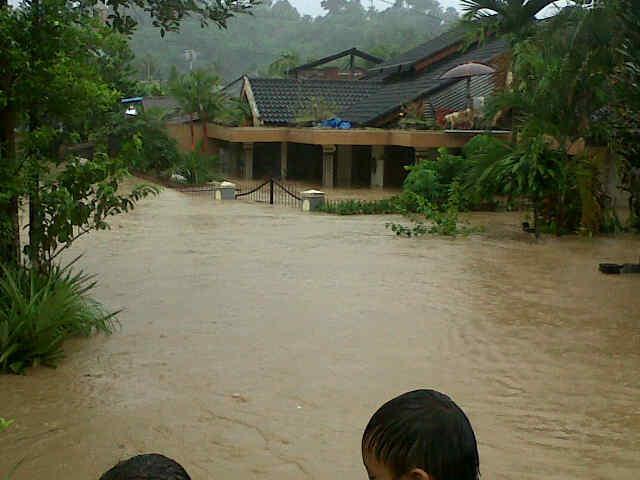 Itulah beberapa foto kiamat kecil dimanado (bencana alam banjir dan