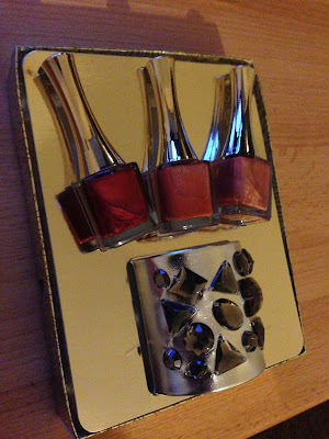Hollywood Nails – My very first project