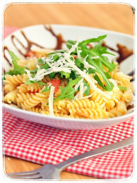 Nudeln, Tomaten, Mozzarella