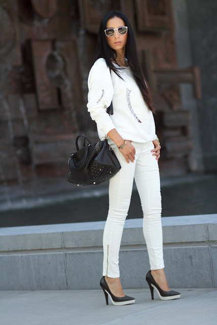 TOTAL WHITE Outfit: Sweatshirt & Rubber Platform Pumps