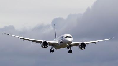 La FAA podría permitir el uso de dispositivos electrónicos en los vuelos comerciales a finales de 2013