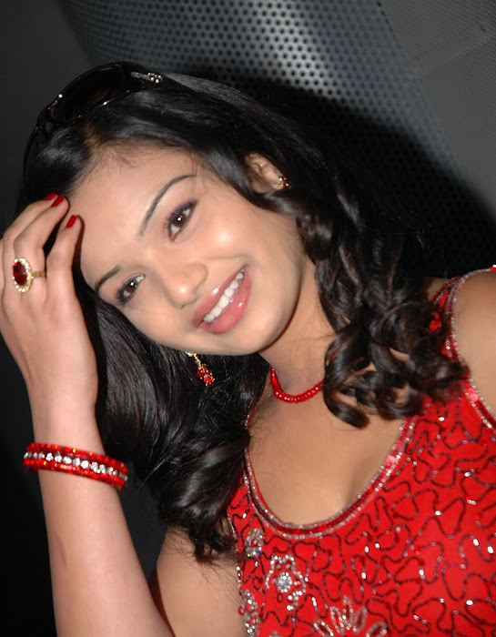 yamini in red dress unseen pics