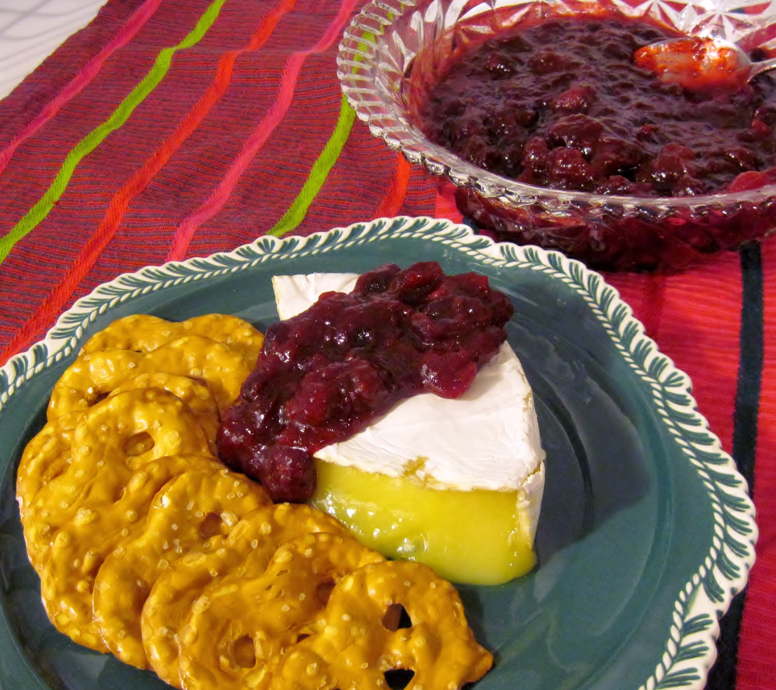 brie with spiced cranberry sauce recipe