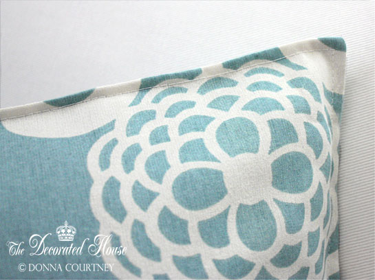 The Decorated House - How to Make a 5 Min. Pillow Cover