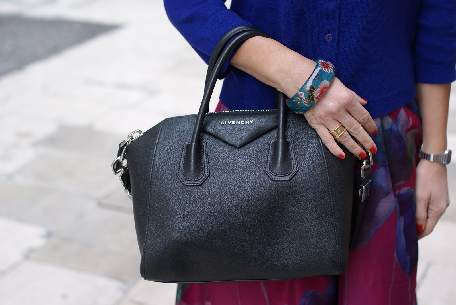 Black small givenchy antigona bag on Fashion and Cookies fashion blog