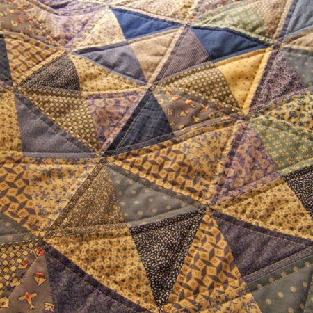 Blue baby quilt - Broken Dishes