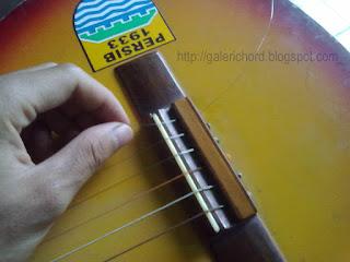 Cara Memasang Senar Gitar Yang Baik dan Benar