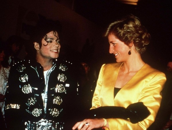 Hoje, 31 de agosto, 14 anos que a princesa e amiga de Michael foi assassinada Mj-diana2
