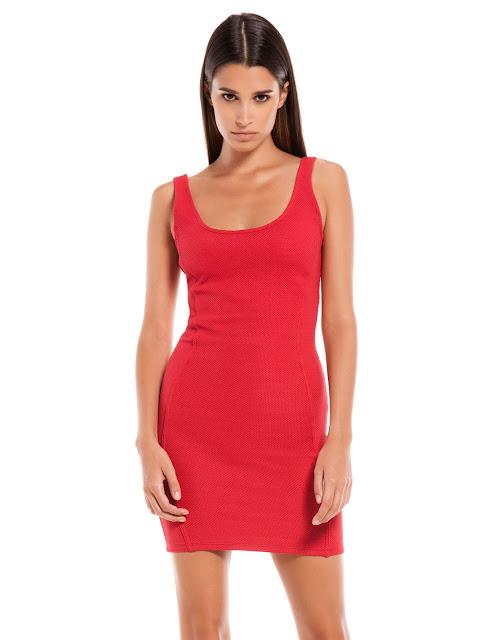 kırmızı kısa elbise