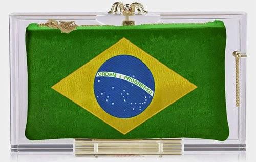 clutch Brasil bandeira Charlotte Olympia para a Copa do Mundo