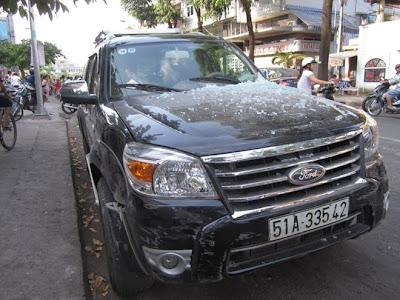 Xe 7 chỗ gây tai nạn, tiệm vàng phong tỏa vì sợ 'hôi của'