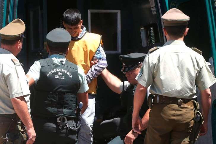 PDI sancionó a funcionarios que se fotografiaron junto al captor de Emmelyn