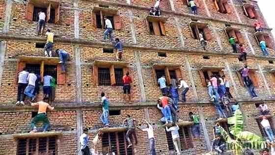 أغرب مشهد للغش في الإمتحانات بالعالم