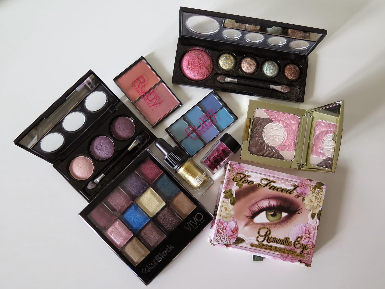 Make-up, hoarding
