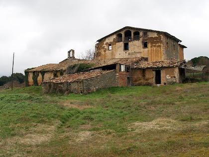 La masia de Sant Mamet amb la capella homònima