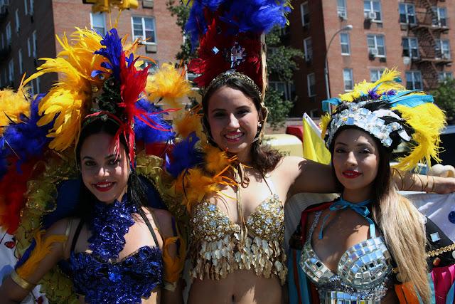 bellezas chicas ecuatorianas mostrando traje tipico de ecuador