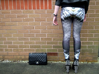 Sammi Jackson - LovelySally Shake Ya Tail Feather leggings