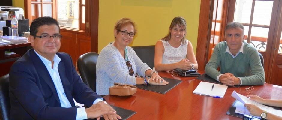 Importante donación para la Biblioteca Municipal de Arucas (Gran Canaria)