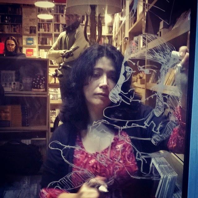 Pintando escaparates, XV Encuentro del comic y la Ilustración de Sevilla, en librería Extra-vagante, ilustración, reportaje Canal Sur