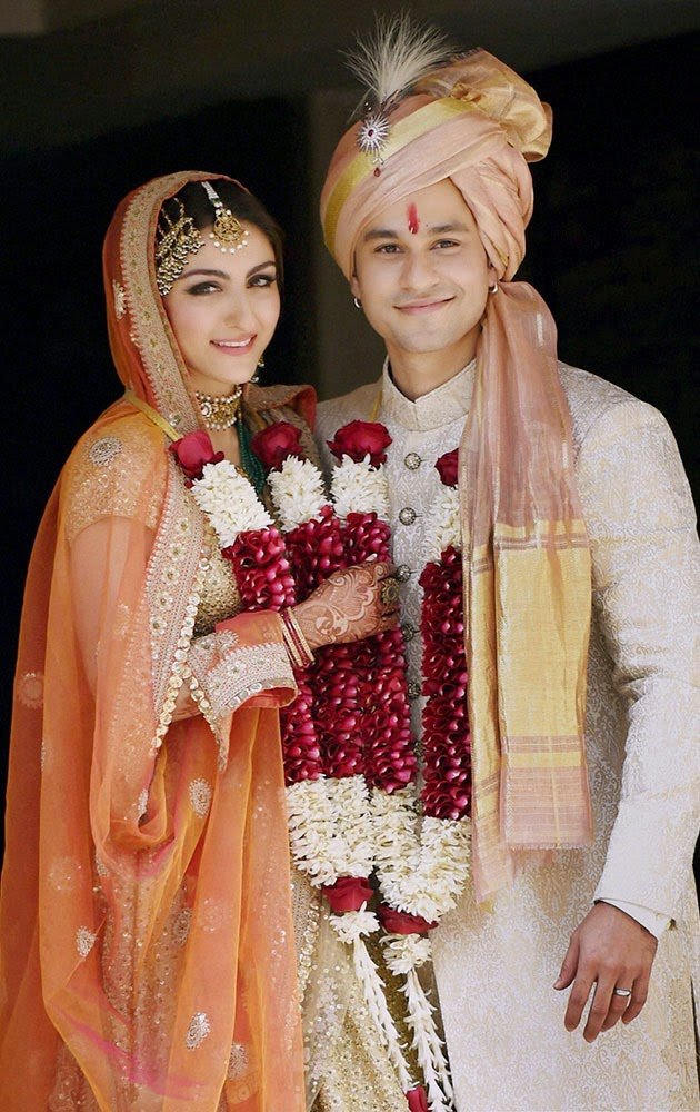 Soha Ali Khan weds Kunal Khemu in a gold choli lengha with an orange dupatta
