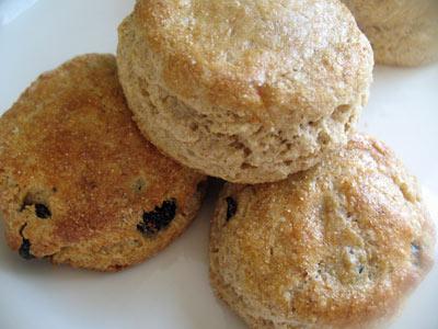 Lisa's Vegetarian Kitchen: Dried Cherry Scones